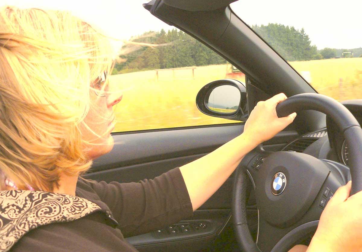Kobieta w ciąży i bezpieczna jazda samochodem